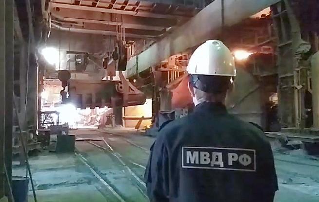 В печах Челябинского металлургического комбината сгорело более ста кустов дикой конопли, очаг про