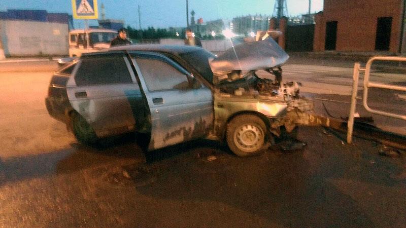 В Челябинске этой ночью, восьмого июня, двое на автомобиле ВАЗ-2112 бесчинствовали в Калининском