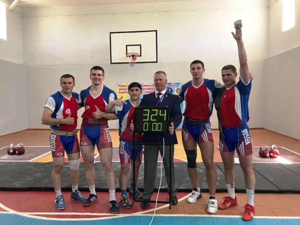 В первый соревновательный день гиревики из Белоруссии, Казахстана, Киргизии и России разыграли ме