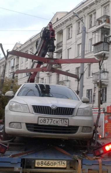 Челябинским автомобилистам запретили парковаться рядом с педагогическим университетом.