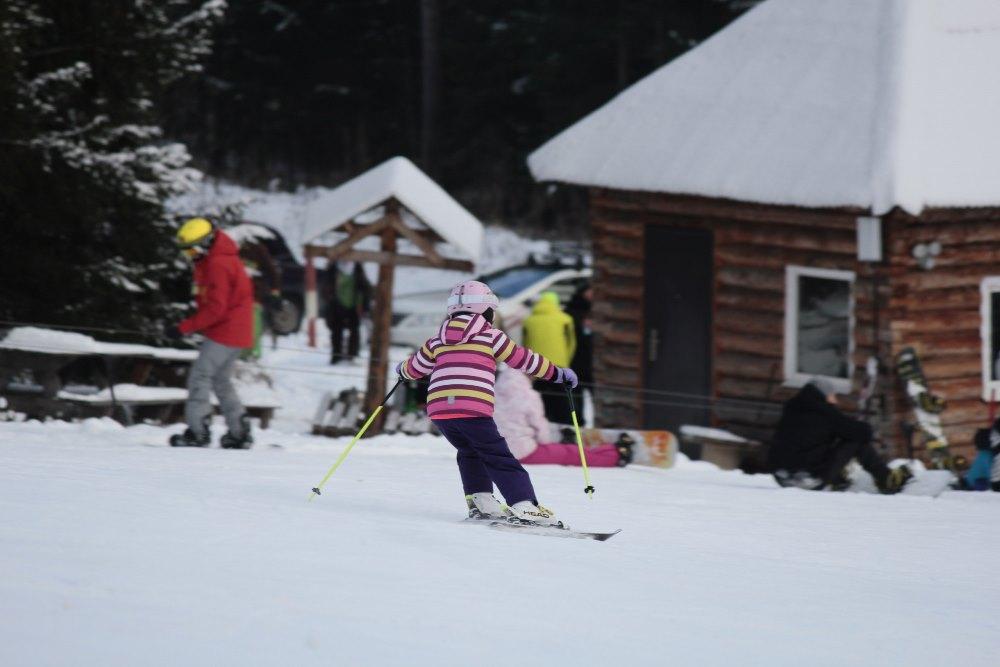 Уже сегодня в «Евразии» полностью подготовлены три трассы, а в новогодние праздники лыжников и сн