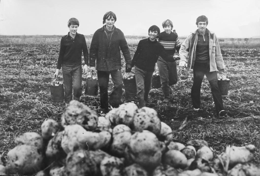 В Челябинске презентуют фотоальбом «Век комсомола: история в фотографиях», который местные архиви