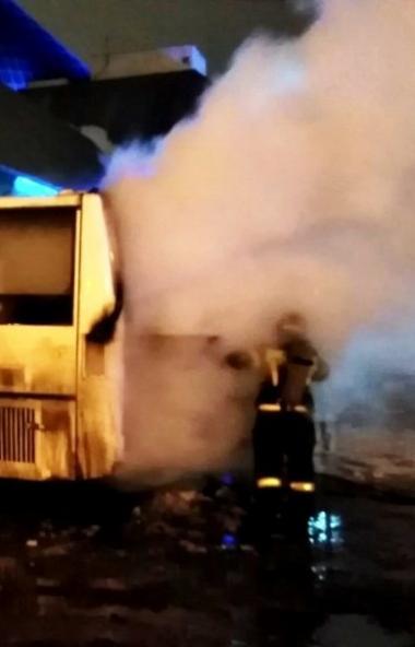 На парковке автовокзала «Синегорье» загорелся пассажирский автобус. В момент ЧП в нем находились
