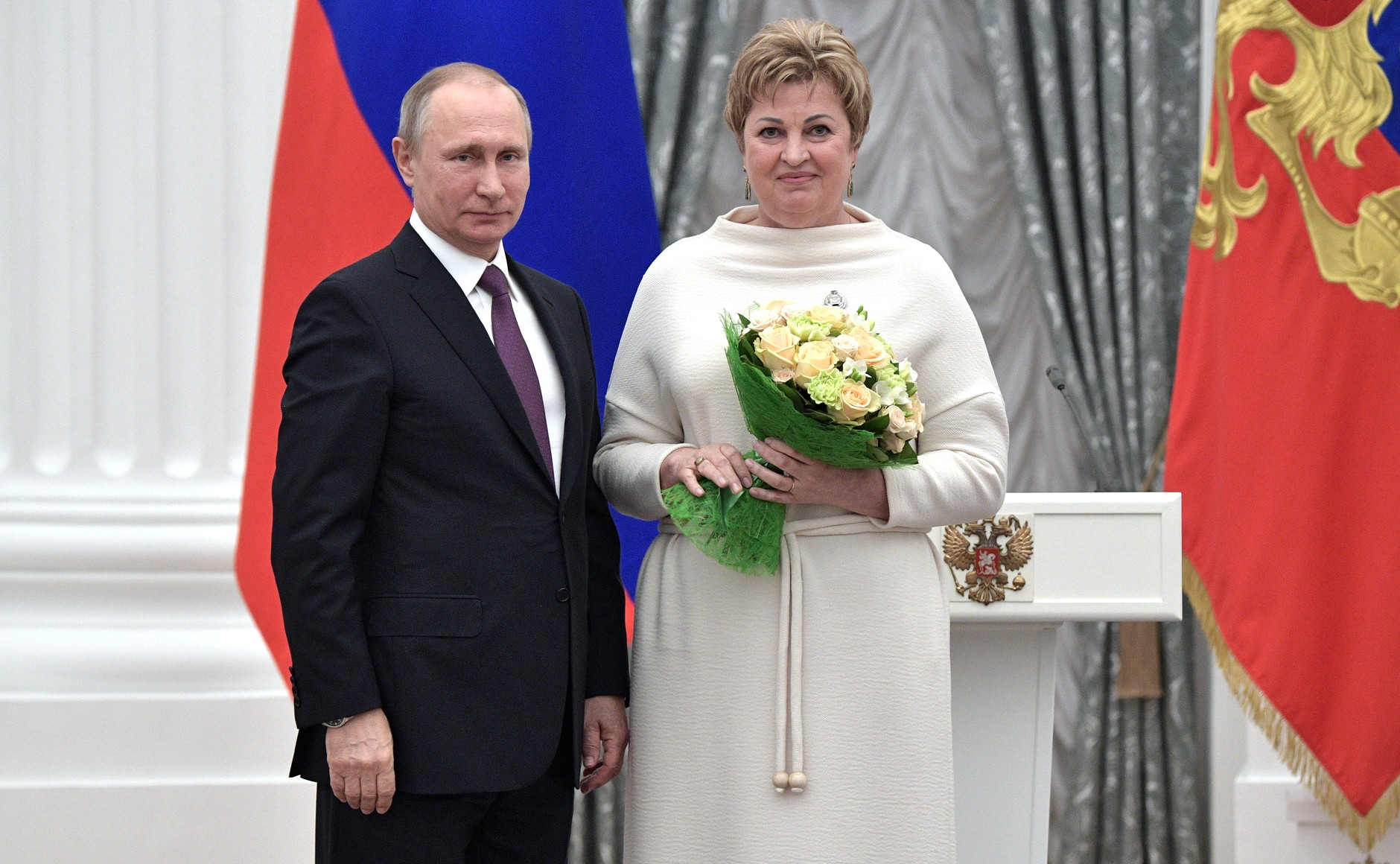 Всего орденами и почетными званиями были удостоены около тридцати выдающихся россиян, работающих