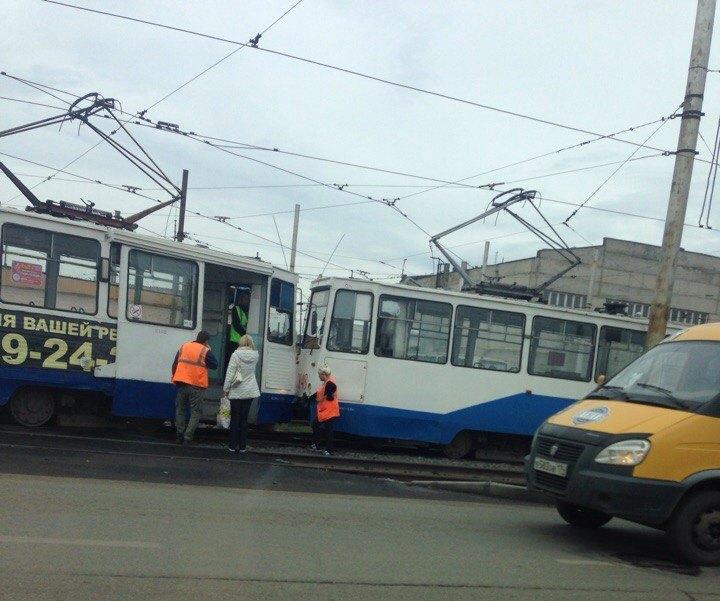 В дорожно-транспортном происшествии никто не пострадал, но оно ограничило движение электротранспо