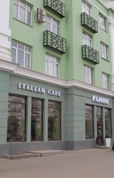 В Челябинске жилой дом на проспекте Ленина, 61 расстался с аварийными балконами.  Взамен