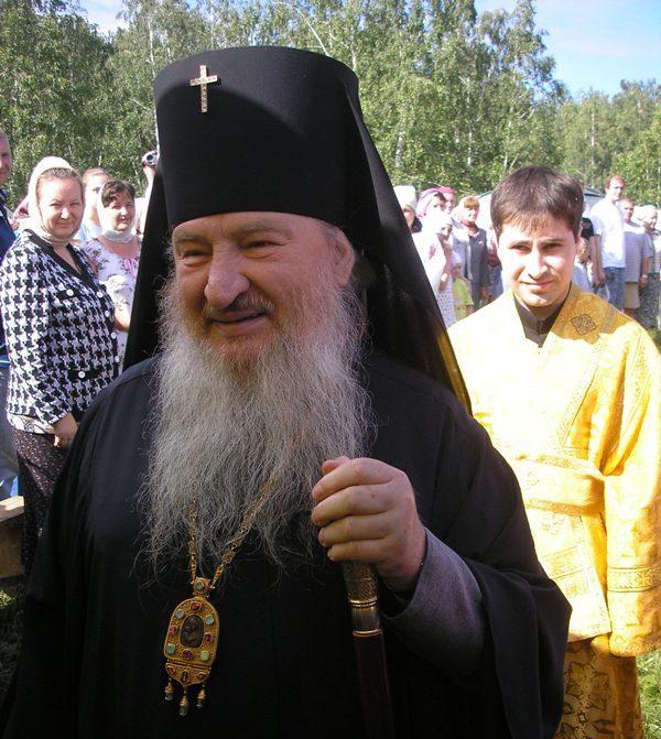Как сообщили агентству «Урал-пресс-информ» в епархии, владыка совершил краткую молитву об упокоен
