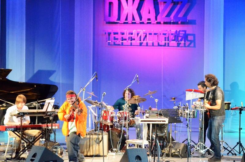 Озерские зрители были в восторге от мастерства известных джазовых исполнителей: Леонида и Николая