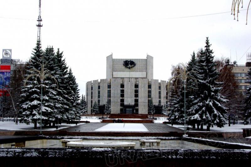 Лирическая комедия, написанная известным советским драматургом в 60-е годы прошлого столетия, хор
