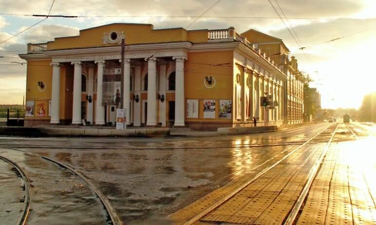 В Челябинске завершается ремонт трамвайного переезда на перекрестке Свердловского проспекта и ули