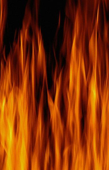 В Челябинске на пожаре в десятиэтажном доме в Калининском районе серьезно пострадала 84-летняя же