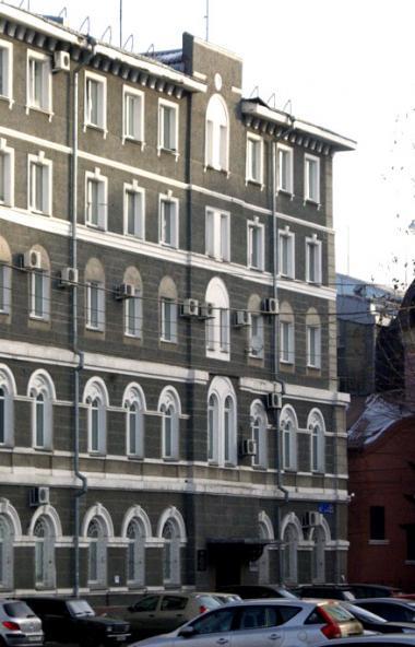 В Челябинске иномарка врезалась в здание миграционной службы ГУ МВД России по Челябинской области