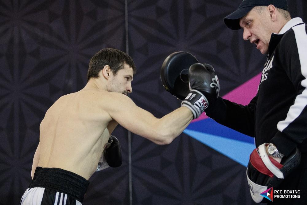 В торговом комплексе был специально установлен ринг, где боксеры смогли показать свои способности
