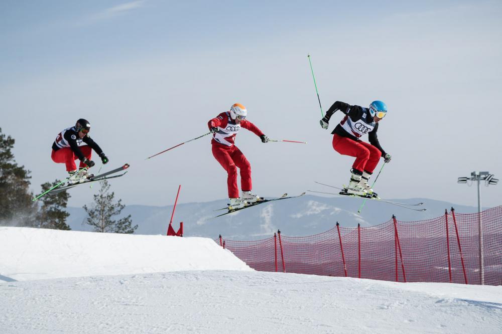 В этот день спортсмены примут участие в квалификационных заездах. Всего на соревнованиях выступят