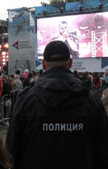 Челябинские полицейские обеспечили охрану общественного порядка при проведении праздничных меропр