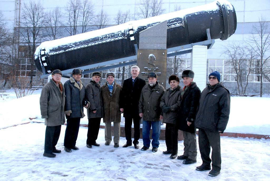 Как сообщили агентству «Урал-пресс-информ» в пресс-службе АО «Златмаш», из Миасса приехало восемь