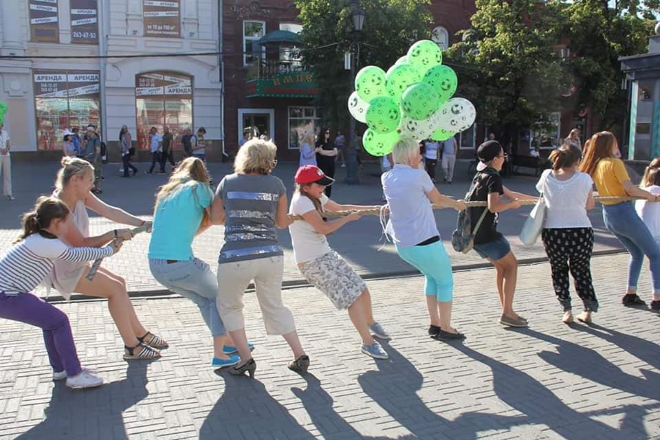 В Челябинске на Кировке прошла благотворительная акция «Шаг вперед» в поддержку спортивного лагер
