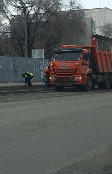 В Челябинске продолжаются уборка улиц и ямочный ремонт. В городе трудятся 244 дорожных рабочих, к