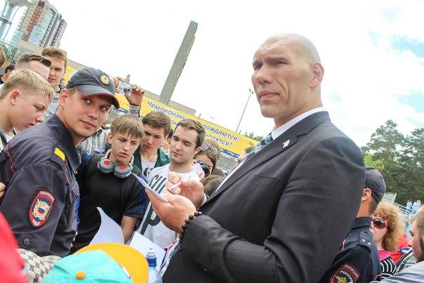 Николай Валуев в качестве посла комплекса «Готов к труду и обороне» вместе с заместителем председ
