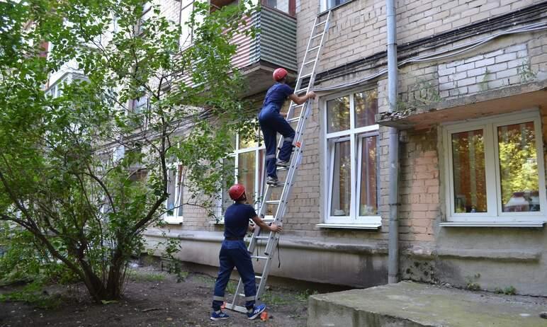 В Челябинске спасатели пришли на помощь пенсионерке, у которой отказали ноги.  В ЕДДС-11