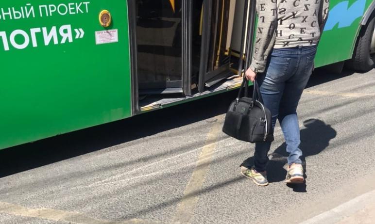 Челябинцы с ограниченными возможностями здоровья просят водителей низкопольных автобусов, которые
