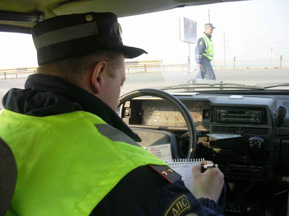 Водитель из Челябинска пытался откупиться от инспекторов ДПС за 300 рублей. По факту дачи взятки