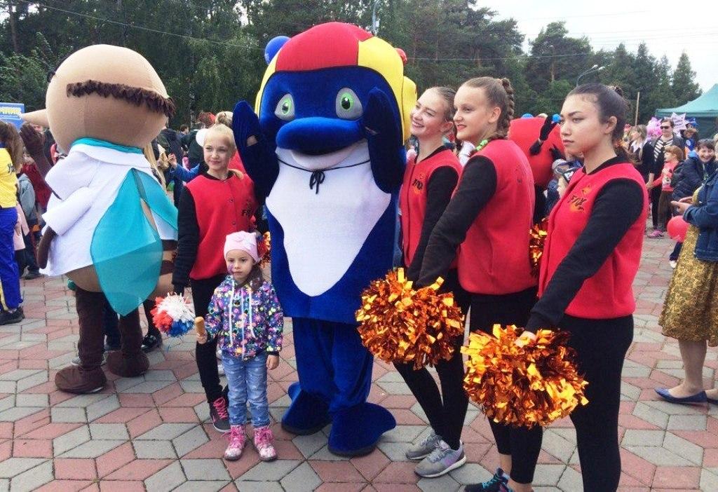 Как сообщили агентству в министерства спорта области, маскот дельфина примет участие в символичес