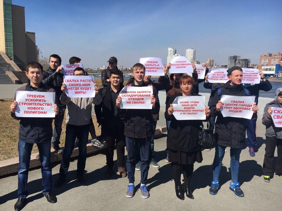 В минувшие выходные челябинцы собрались в центре города возле памятника Прокофьеву. Около 40 чело