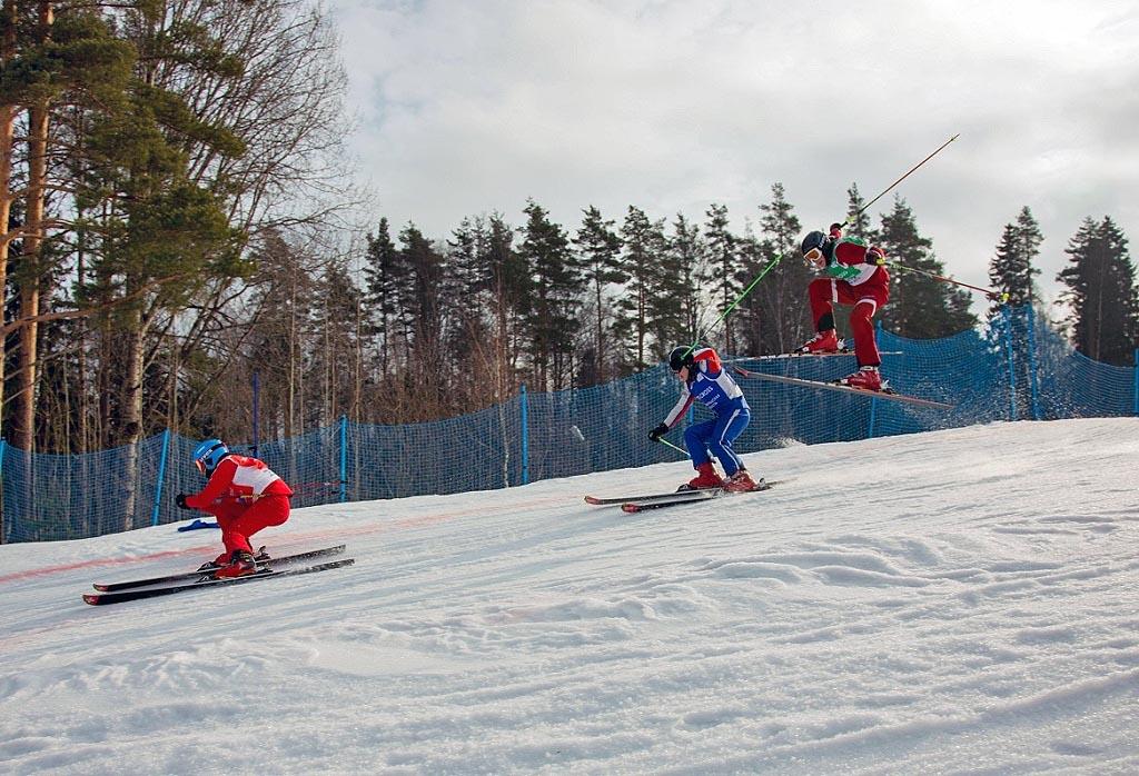 Соревнования проходили на горнолыжном курорте «Красное озеро» поселке Коробицыно Л