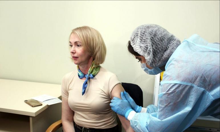 Первый заместитель губернатора Челябинской области Ирина Гехт, которая первой в регионе ревакцини
