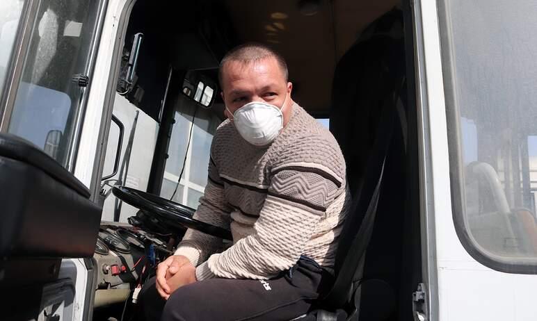 В Челябинске водителей и пассажиров продолжают проверять на предмет соблюдения масочного режима в