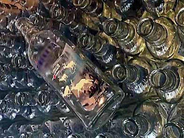 Правоохранительные органы изъяли более десяти тысяч бутылок, около семи с половиной тысяч литров
