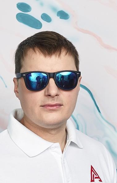 Антон Гончаров является сертифицированным инструктором по оздоровительному цигун