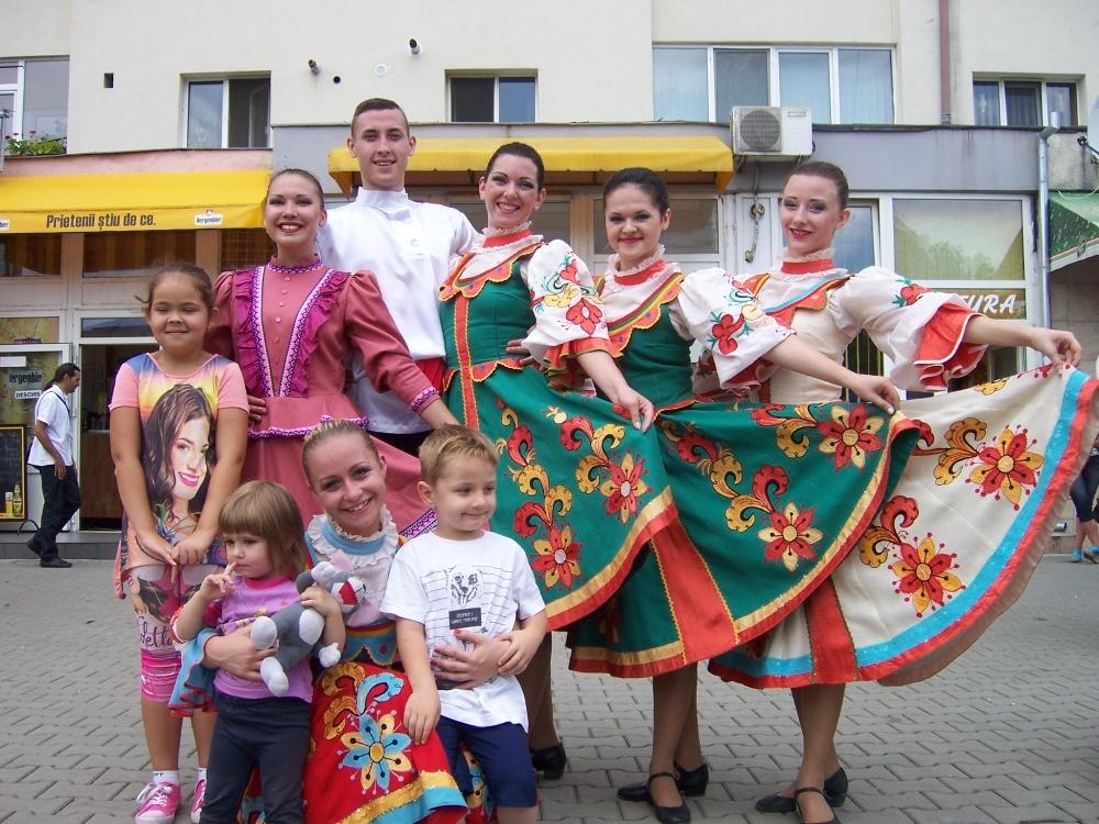 Фестиваль проходил в городе Быстрица и собрал фольклорные коллективы девяти стран: свои делегации