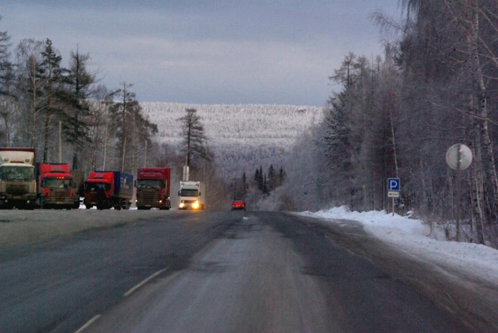 На трассе в Ашинском районе (Челябинская область) фура раздавила легковушку. Три человека погибли