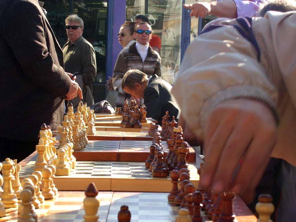 На 160-ти столах гроссмейстеров и мастеров проверяли на прочность жители Челябинска - если длител