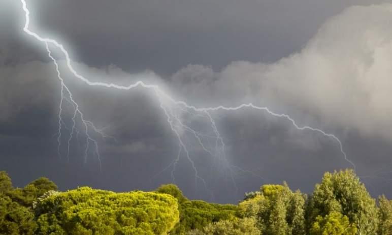 В Челябинской области прогнозируются сильные ливни, грозы, град, шквалистый ветер на фоне высоких