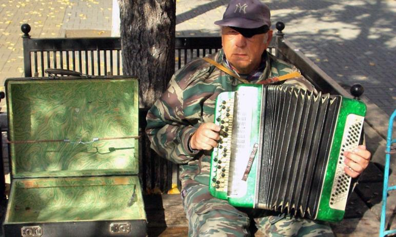 В Челябинске снижается число безработных горожан и растет количество самозанятых граждан.