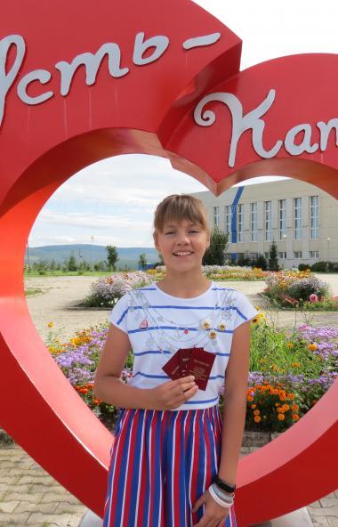 Школьница из города Усть-Катава Челябинской области Алиса Акшенцева в третий раз подряд успешно в