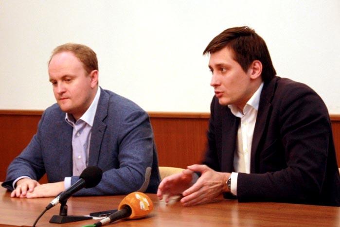 В Челябинск Гудков-младший приехал после визита в Нижний Новгород. Устроить тур по городам России