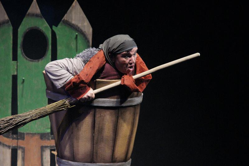 Театр кукол Озёрска привозит маленьким зрителям Челябинска спектакль «Серая шейка», и сегодня же