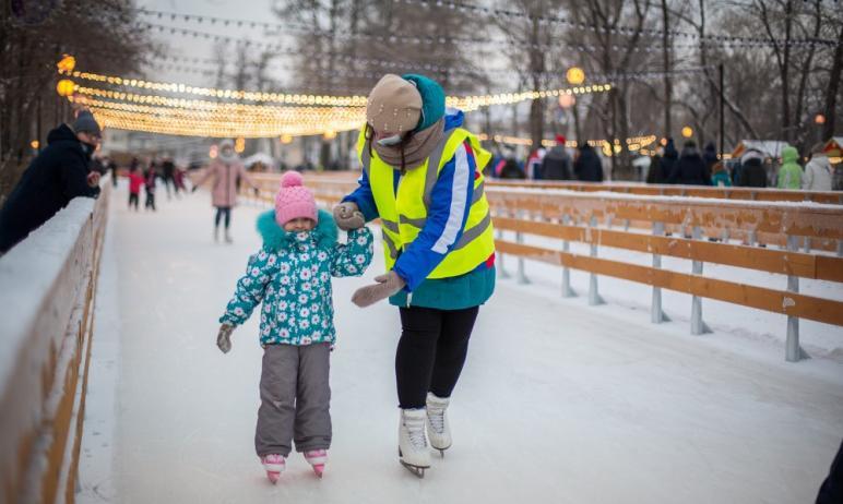 В Челябинске начали работать 12 катков массового пользования с инфраструктурой.  Жители