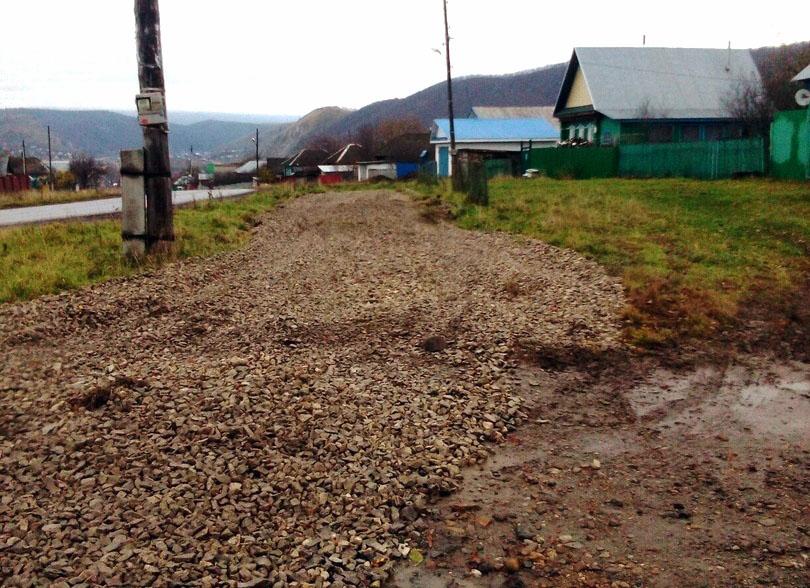 Опасный участок дороги в поселке Козинском Ашинского муниципального района (Челябинская область)