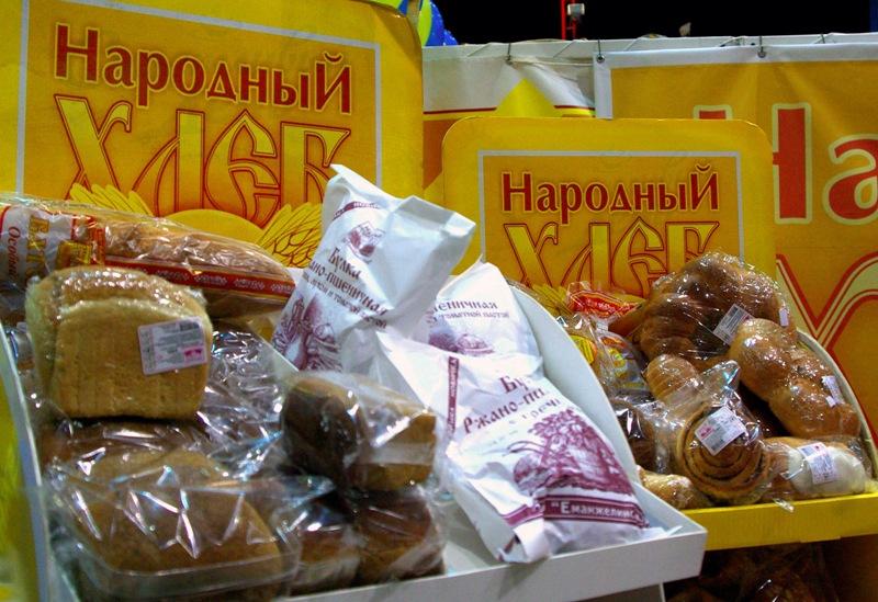Сергей Сушков отметил, что в себестоимости одной буханки белого хлеба пшеничное зерно составляет