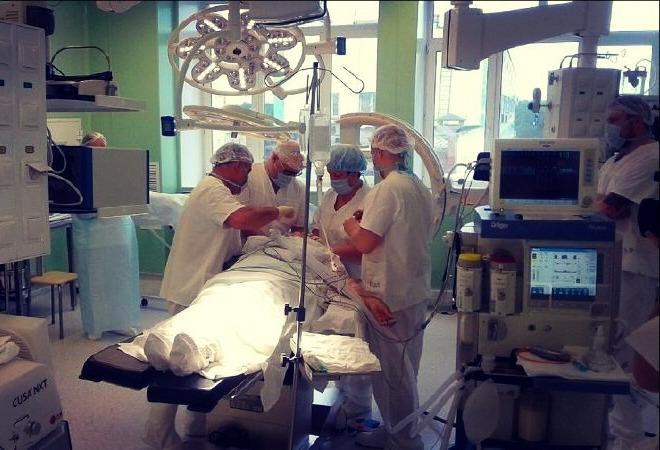Нейрохирурги Челябинской областной клинической больницы впервые провели операцию по эндопротезиро