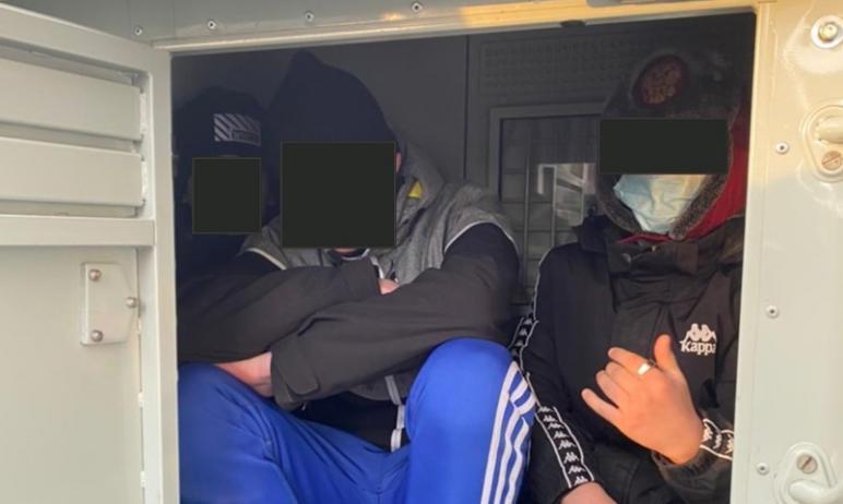 Совершенно не детские игры затеяли подростки в одном из спальных районов на северо-западе Челябин