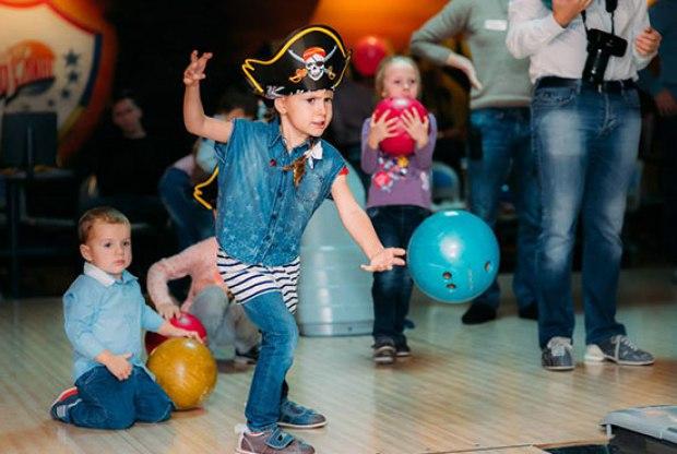 В Челябинске КРК «Мегаполис» приглашает сыграть в детский боулинг, обещая маленьким и юным гостям