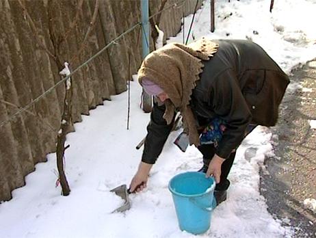 По словам местного жителя Ивана Болтушенко, в Хомутинино на протяжении трех лет существуют постоя