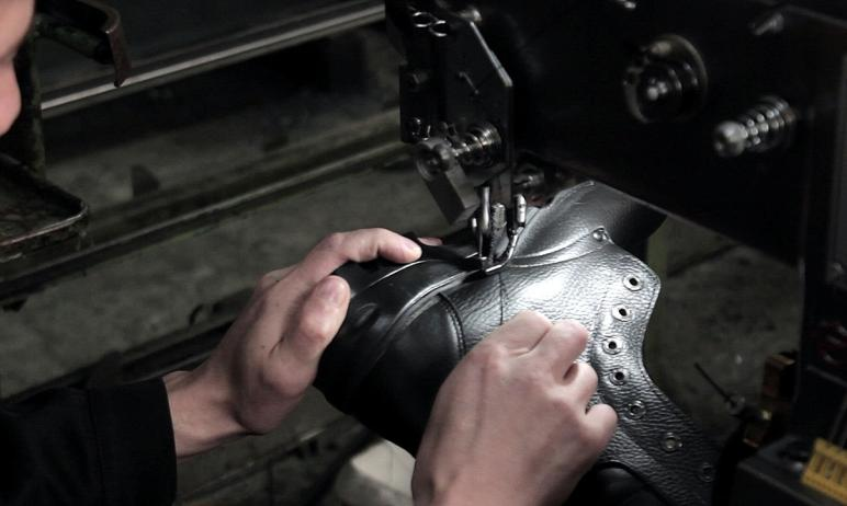 В ГУФСИН России по Челябинской области активно развивается обувное производство. Продукция предна