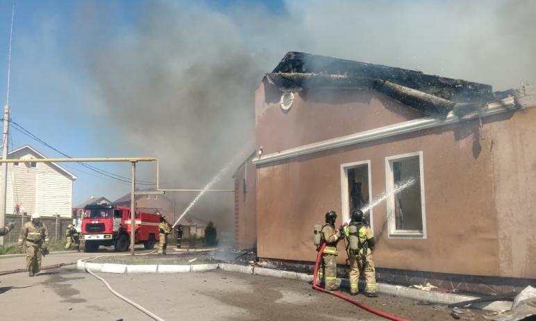 В Магнитогорске (Челябинская область), в коттеджном поселке «Нежный» загорелось административное